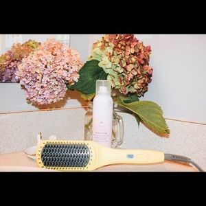 Accessories - Drybar brush crush